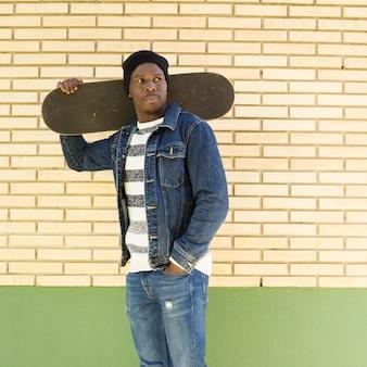 Homem, com, skateboard