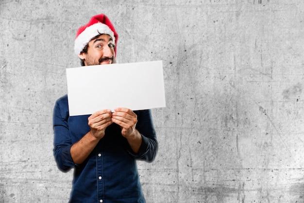 Homem com um cartaz branco