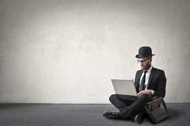 Homem, com, um, laptop