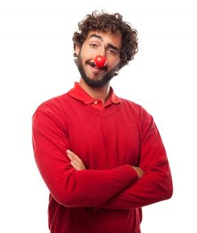 Homem com um nariz vermelho