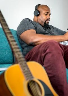Homem, compondo, um, novo, canção
