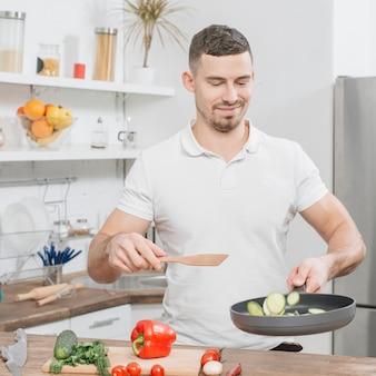 Homem, cozinhar, casa