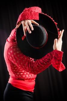 Homem, dançar, espanhol, dança, em, vermelho, roupa