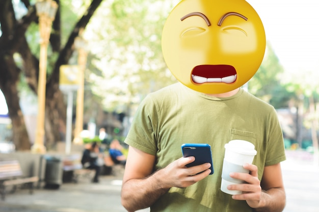 Homem de cabeça de emoji triste