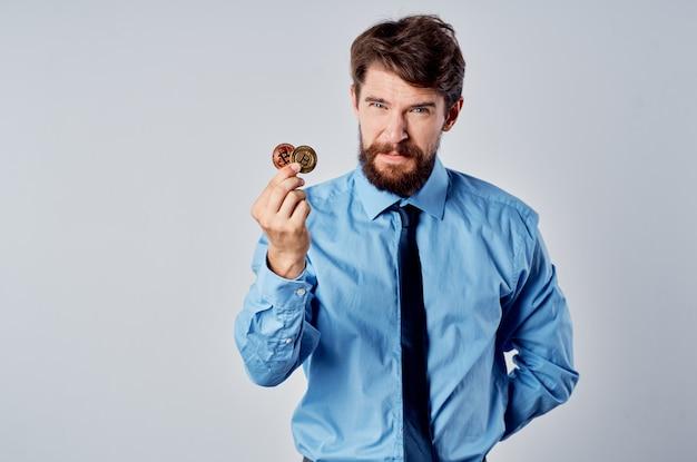Homem de camisa com gravata gerente de finanças economia investimento