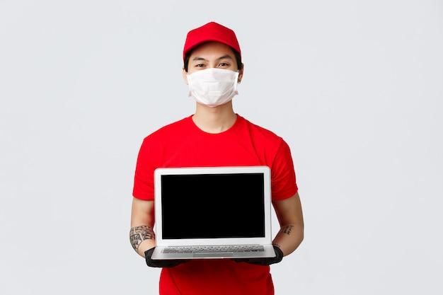 Homem de entrega de cópia-espaço com laptop