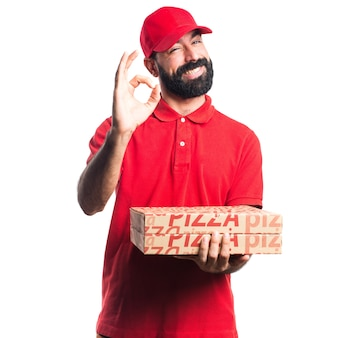 Homem de entrega de pizza que faz sinal de ok