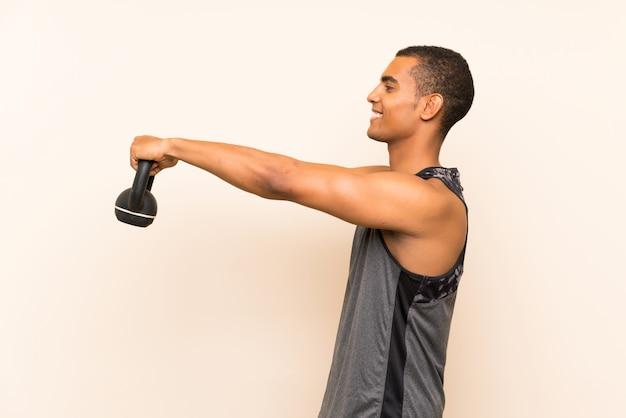 Homem de esporte com kettlebell