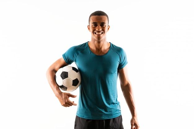 Homem de jogador de futebol afro-americano sobre branco isolado