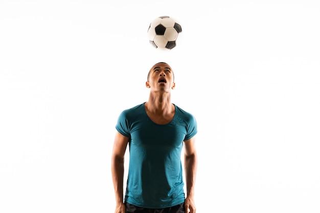 Homem de jogador de futebol americano afro