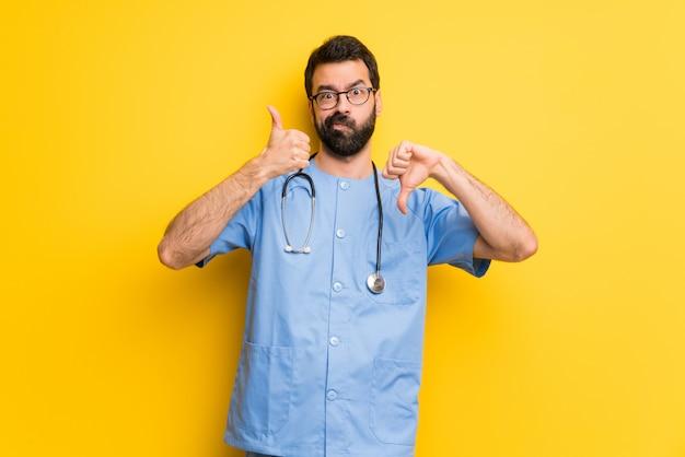 Homem de médico cirurgião fazendo bom sinal ruim. indeciso entre sim ou não