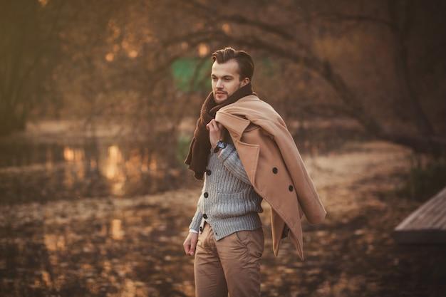 Homem de modelo moderno