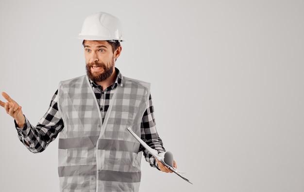 Homem de negócios construtores uniforme branco capacete engenheiro capataz profissional
