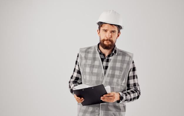 Homem de negócios construtores uniforme branco capacete engenheiro capataz profissional.