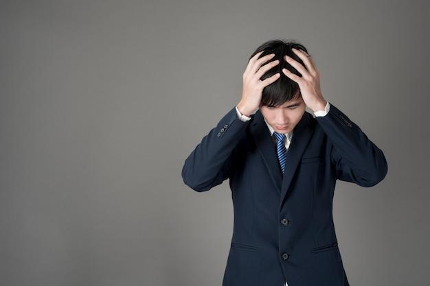 Homem de negócios é dor de cabeça