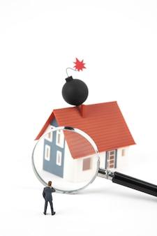 Homem de negócios em miniatura e lupa com bomba no telhado da casa modelo