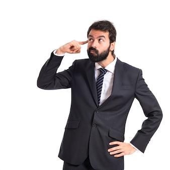 Homem de negócios fazendo um gesto louco sobre um fundo branco