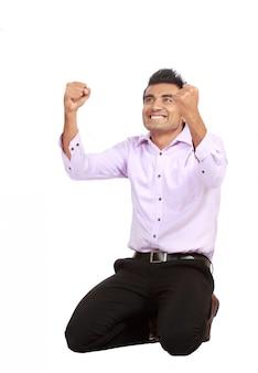 Homem de negócios jovem comemorando sucesso