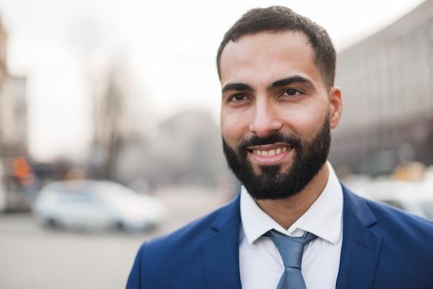 Homem de negócios jovem retrato