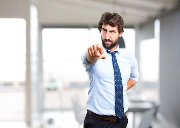 Homem de negócios louco expressão de raiva