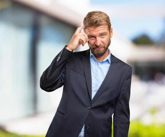 Homem de negócios louco expressão preocupada