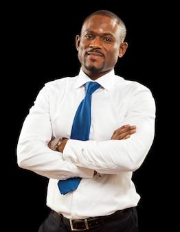 Homem de negócios na áfrica isolado no preto