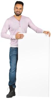 Homem de negócios negro fazendo apresentação isolada no fundo branco