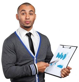 Homem de negócios preto com prancheta