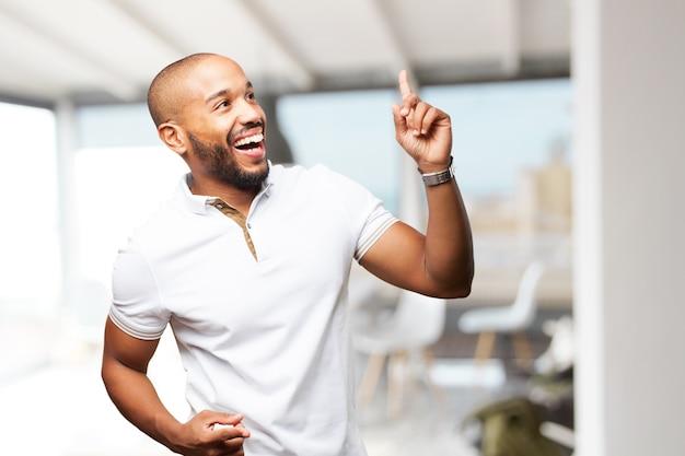 Homem de negócios preto feliz expressão