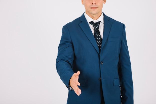 Homem de negócios que alcança a mão