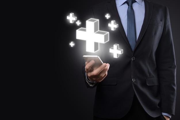 Homem de negócios segura 3d ícone de adição, homem seguro em mãos oferece coisas positivas, como lucro, benefícios, desenvolvimento, rsc representado pelo sinal de mais