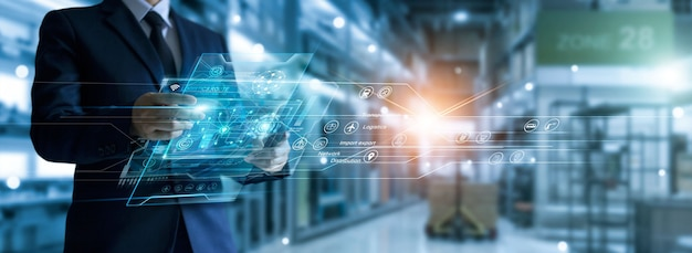 Homem de negócios segura o painel da rede de logística global, distribuição e transporte logística inteligente