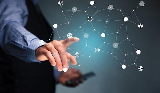 Homem de negócios usando telefone celular com conexão de rede de ícone.