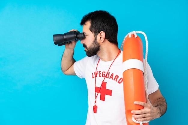 Homem de salva-vidas
