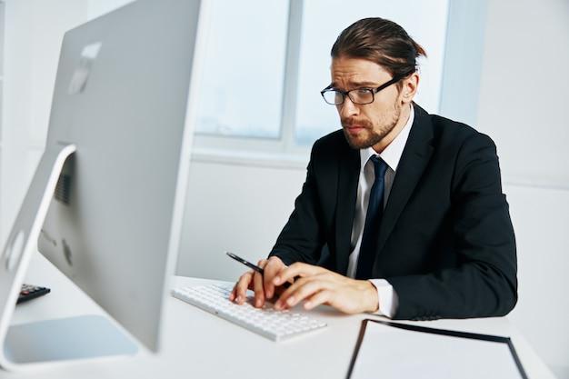 Homem de terno de terno, escritório, telefone, executivo