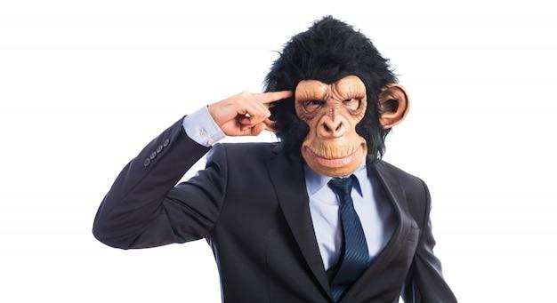 Homem do macaco fazendo um gesto louco