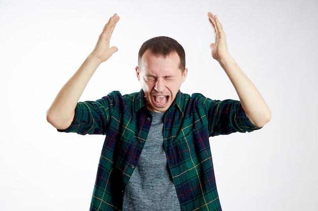 Homem dor de cabeça severa, problemas de saúde, doença, enxaqueca, câncer no cérebro