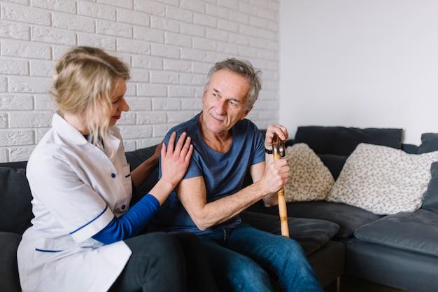 Homem, e, enfermeira, em, lar de idosos
