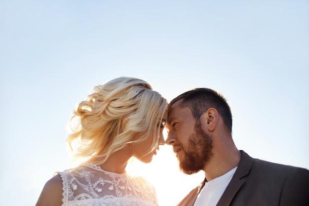 Homem e mulher amor e abraços, relacionamento próximo e amor, casal