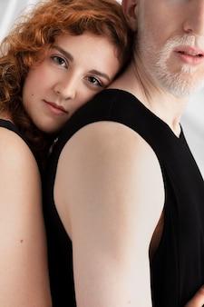 Homem e mulher com características únicas diferentes