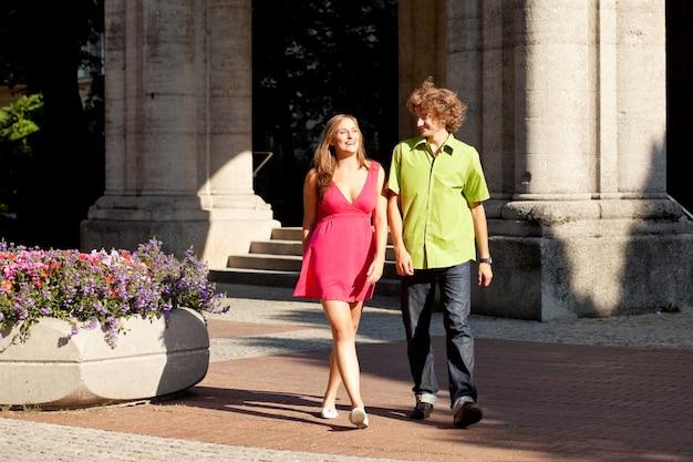 Homem e mulher na cidade