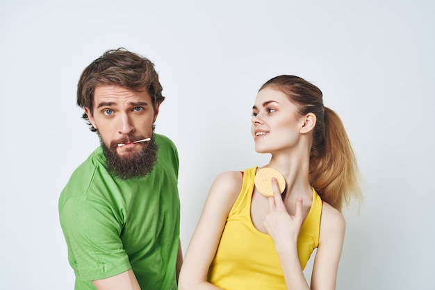Homem e mulher na higiene do cuidado matinal do banheiro. foto de alta qualidade