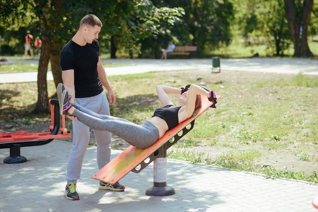 Homem e mulher no parque