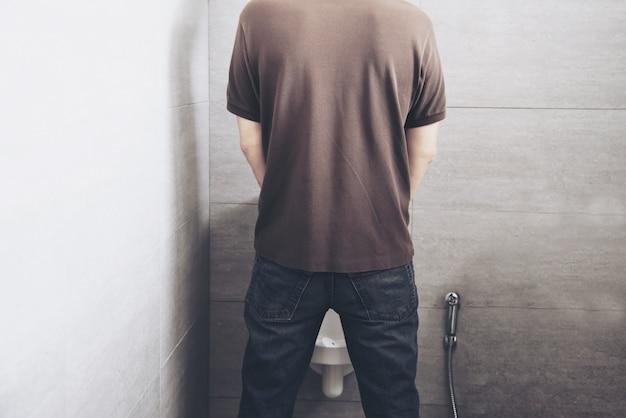 Homem, em, a, banheiro