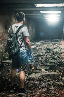 Homem, em, abandonado, sala