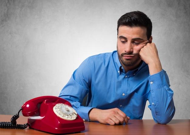 Homem, esperando, para, um, telefonema