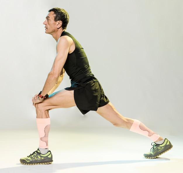 Homem, esticar, antes de exercitar