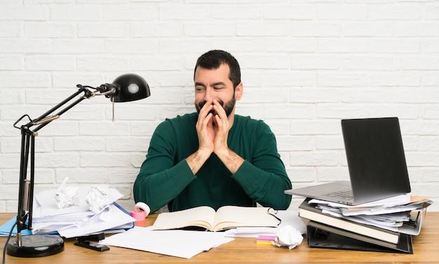 Homem estudante, planejando, algo