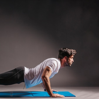 Homem, executar, push-ups