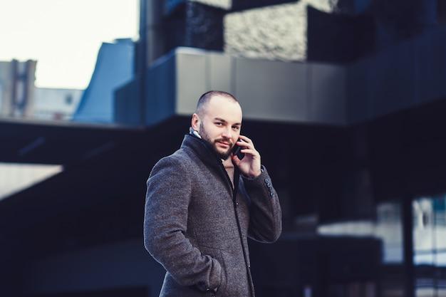 Homem, fala, por, telefone